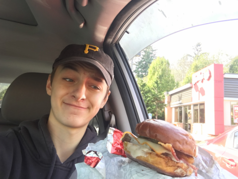 Munchies Review: Wendy's Pretzel Bacon Pub Cheeseburger